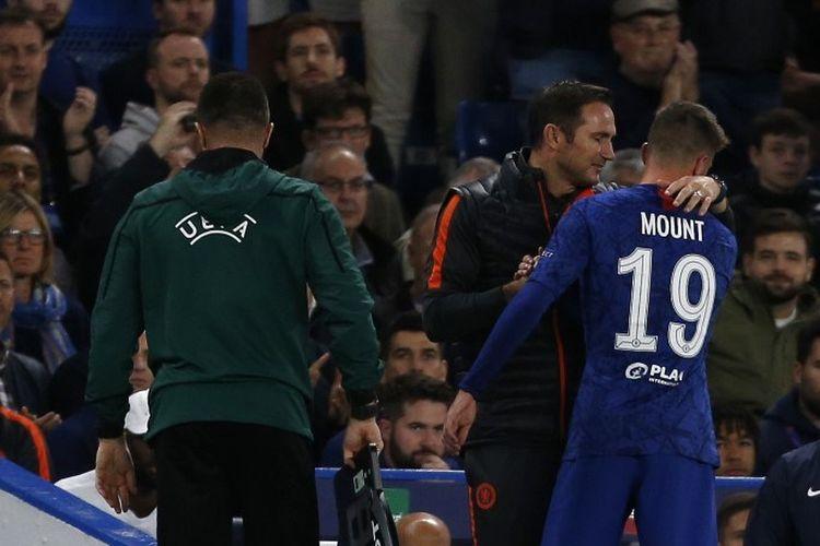 Frank Lampard menarik Mason Mount pada laga Chelsea vs Valencia dalam pertandingan Liga Champions di Stadion Stamford Bridge, 17 September 2019.