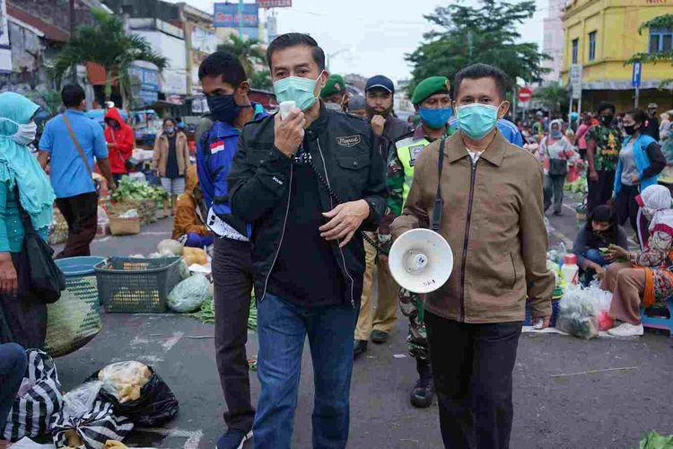 Wali Kota Salatiga Yuliyanto saat melakukan sosialisasi di Pasar Pagi beberapa waktu lalu.