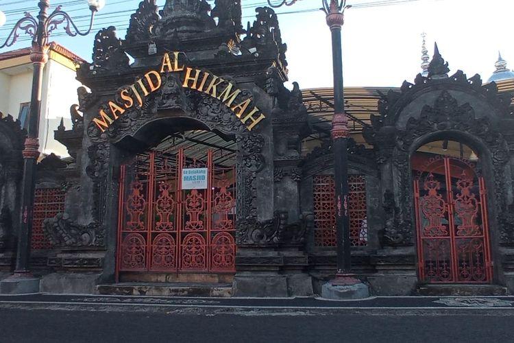Gapura Masjid Al Hikmah yang beralamat di Jalan Soka No 18, Kertalangu, Denpasar Timur, Bali.