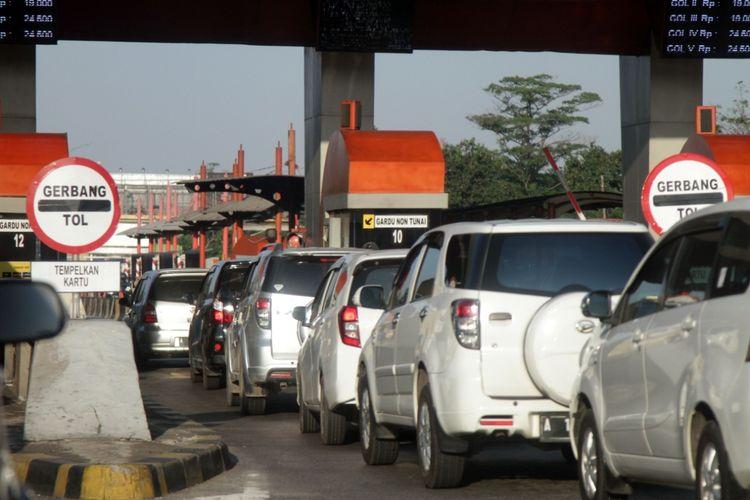 Arus lalulintas di tol Tangerang Merak
