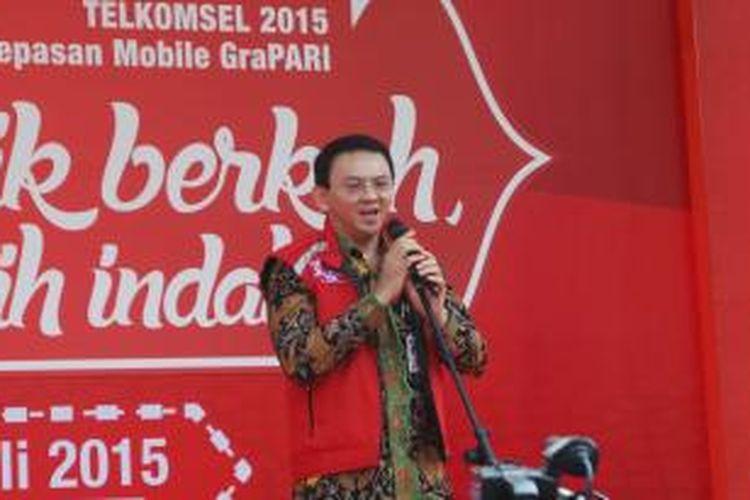 Gubernur DKI Jakarta Basuki Tjahaja Purnama melepas mudik bareng Telkomsel, di Parkir Timur Senayan, Selasa (14/7/2015).