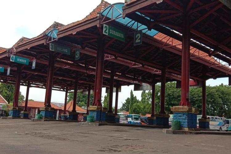 Kondisi terminal Bayuangga makin sepi sejak  pemerintah melarang mudik dan pemberlakuan PSBB di Surabaya.