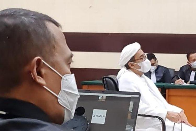 Majelis hakim membacakan putusan sela dalam sidang Rizieq Shihab di Pengadilan Negeri Jakarta Timur, Selasa (6/4/2021).