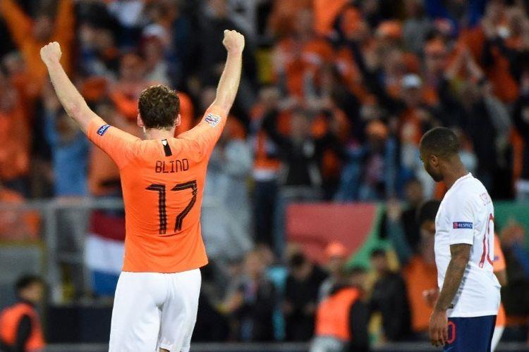 Ekspresi berbeda dari Daley Blind dan Raheem Sterling seusai laga Belanda vs Inggris dalam semifinal UEFA Nations League di Stadion D. Alfonso Henriques, 6 Juni 2019.