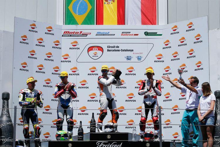 Bendera Merah Putih berkibar di podium CEV International Championship.
