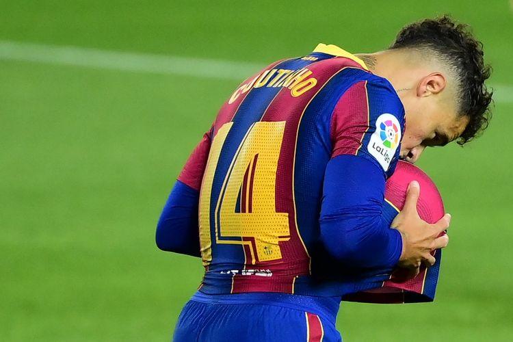 Philippe Coutinho melakukan selebrasi setelah mencetak gol pada pertandingan Liga Spanyol antara Barcelona dan Sevilla di Stadion Camp Nou, Senin (5/10/2020) dini hari WIB.
