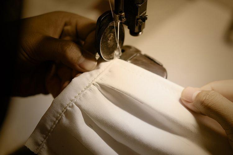 Brand sepatu Txture memproduksi 1.000 masker kain untuk dibagikan gratis kepada yang membutuhkan.