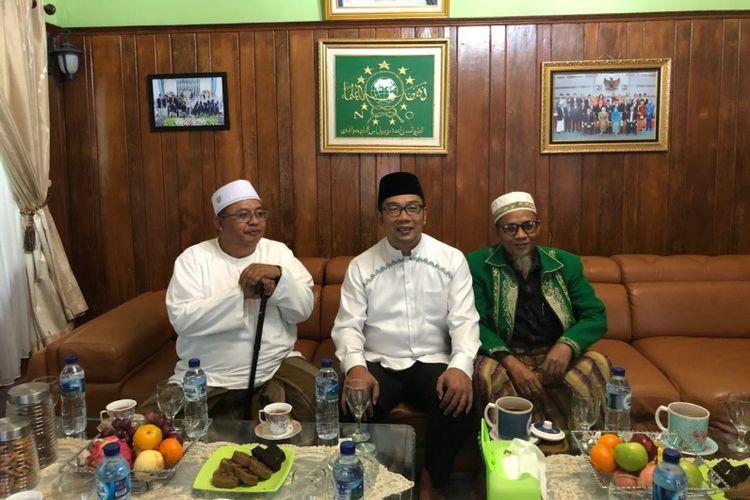 Kandidat gubernur Jawa Barat Ridwan Kamil saat bertemu dengan pimpinan Pondok Pesantren Miftahul Huda di Tasikmalaya, Minggu (1/4/2018) lalu.