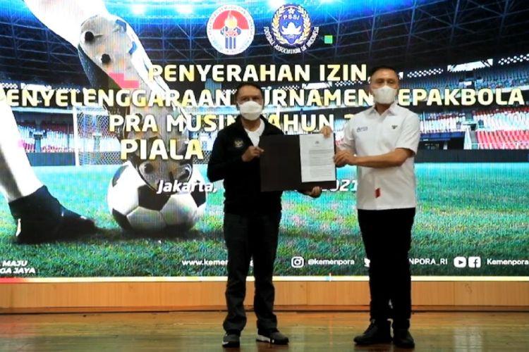 Izin tertulis dari Polri secara resmi telah diserahkan oleh Menpora Zainudin Amali kepada Ketua Umum PSSI, Mochamad Iriawan, di Jakarta, Jumat (19/2/2021) siang WIB.
