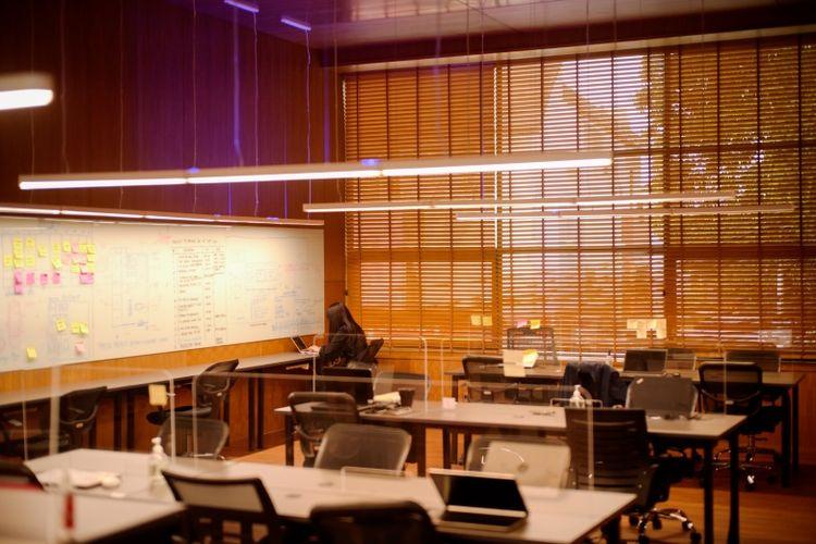 Sirkulasi udara yang baik dapat menekan risiko penularan virus corona di lingkungan kantor