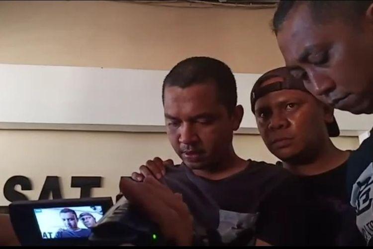 Pelaku pembunuhan presenter TVRI kaos hitam berambut cepak berhasil ditangkap polisi di salah kamar kos di Jalan Abunawas Kendari. (KIKI ANDI PATI/ KOMPAS.com)