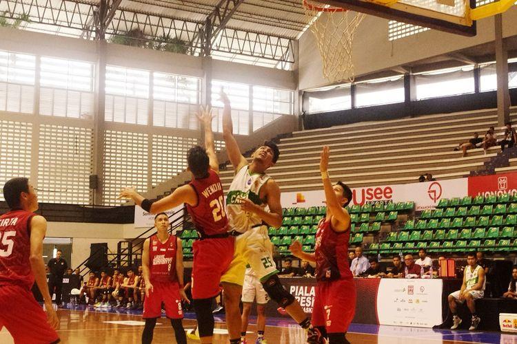 Laga perebutan peringkat ke-7 antara Pacific Caesar vs Louvre Basketball di GOR Sritex Arena, Solo, Pada Sabtu (23/11/2019)