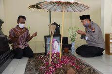 Diangkat Jadi Kabaintelkam, Kapolda Jateng Ziarah ke Makam Ibunda Jokowi