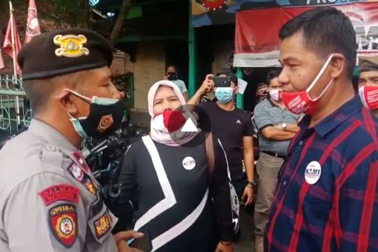 Tim inspektor gugus tugas Kota Jambi datangi deklarasi KAMI Jambi di Simpang Pulai, pada Jumat (30/10/2020).