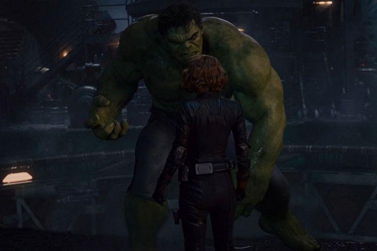 Scarlett Johansson dan Mark Ruffalo dalam Avengers: Age of Ultron (2015).