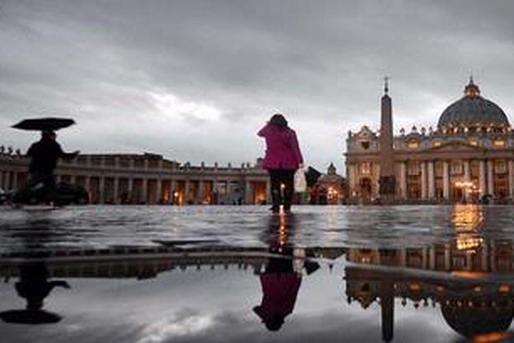 Lapangan Santo Petrus di Vatikan, 8 Maret 2013. Konklaf untuk memilih Paus yang baru akan dimulai Selasa (12/3/2013).