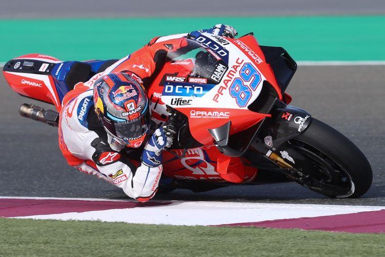 Jorge Martin saat sesi latihan bebas pada MotoGP Doha 2021. (Photo by KARIM JAAFAR / AFP)