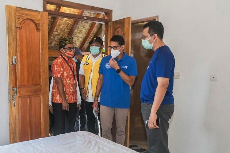 Menparekraf Sandiaga Uno saat meninjau pembangunan Homestay di Desa Wisata Gerupuk, Lombok Tengah, Sabtu (16/1/2021).