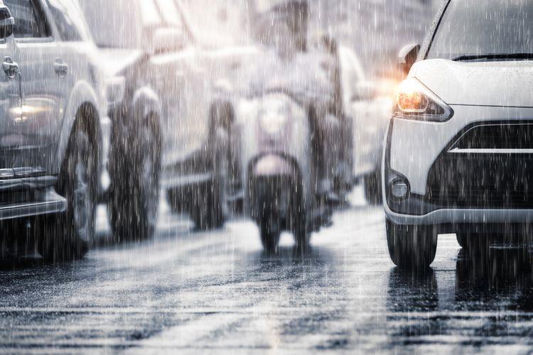 Ilustrasi musim hujan yang dipengaruhi La Nina. BMKG merilisi anomali iklim La Nina sedang berkembang di Samudera Pasifik, dampaknya pada Indonesa dapat menyebabkan curah hujan yang tinggi dan berakibat pada bencana hidro-meteorologis seperti banjir dan tanah longsor.