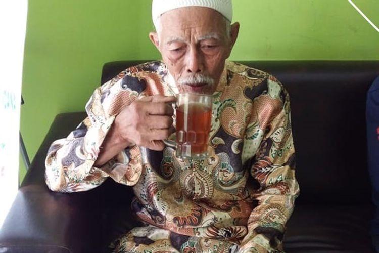 Nekat melakukan pendakian ke puncak Gunung Lawu, kakek Masirin (81) tersesat di hutan. Beruntung kakek yang sudah pikun tersebut ditemukan oleh warga pencari rumput dalam keadan tergeletak  tak berdaya.