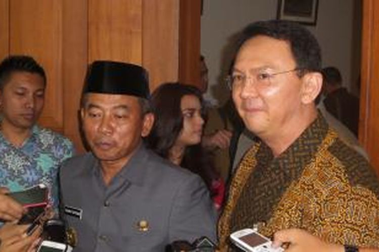 Plt Gubernur DKI Jakarta Basuki Tjahaja Purnama dan Wali Kota Bekasi Rahmat Effendi usai mengadakan pertemuan di Balaikota Jakarta, Selasa (28/10/2014)