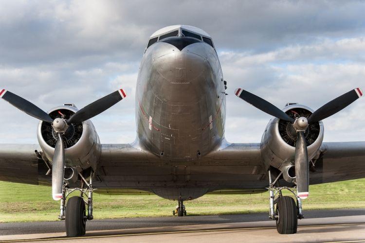 Ilustrasi pesawat Douglas DC-3. (Shutterstock)
