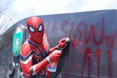 Karena Keikhlasannya Bersihkan Sampah, Spiderman Parepare Dihadiahi Umrah Gratis
