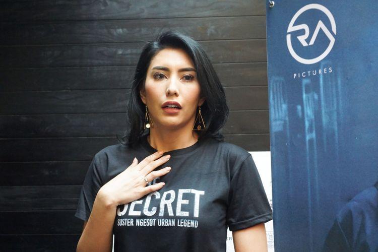Tyas Mirasih dalam sesi wawancara pada peluncuran trailer dan poster film The Secret: Suster Ngesot Urban Legend di kawasan Kemang, Jakarta Selatan, Jumat (2/3/2010).