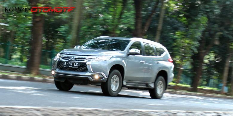 Mitsubishi All New Pajero Sport tipe Exceed 4X2 transmisi otomatis.