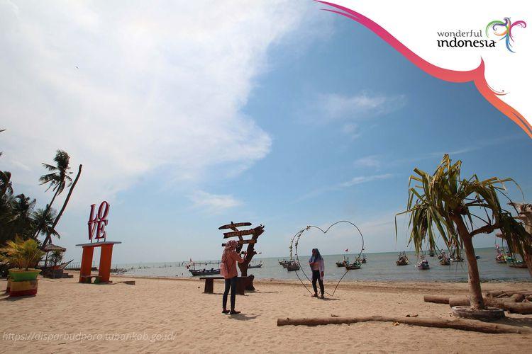 Pantai Kelapa Panyuran di Tuban