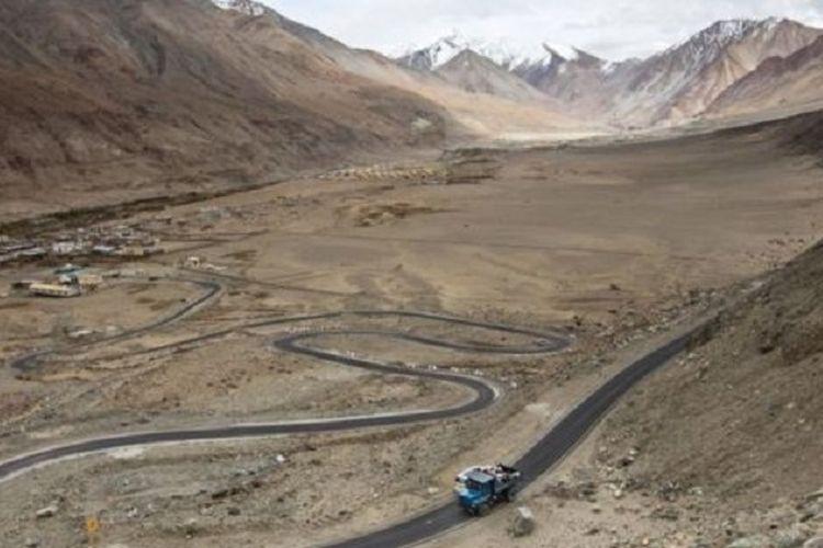 Ladakh adalah gurun dingin di dataran tinggi dengan temperatur mencapai -20 derajat pada musim dingin.