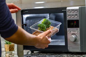 Penemuan Kebetulan Microwave, Alat Masak Canggih di Akhir Perang Dunia