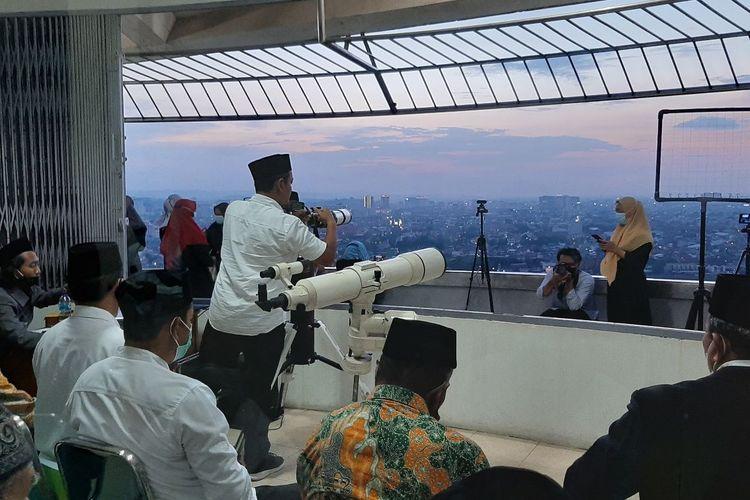 Pengamatan hilal untuk penentuan 1 Ramadhan 1442 H dilaksanakan di Masjid Agung Jawa Tengah (MAJT) Kota Semarang.