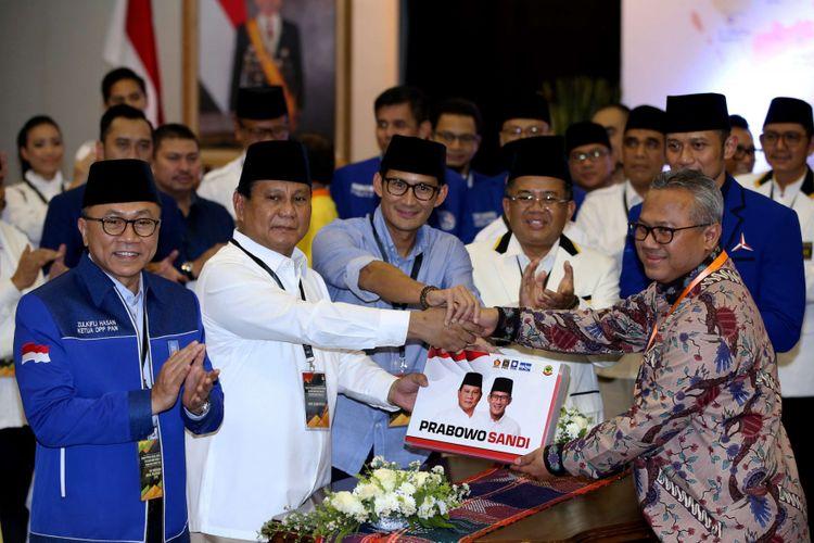 Pasangan Prabowo Subianto dan Sandiaga Uno didampingi tokoh partai pengusung resmi mendaftarkan diri sebagai bakal capres dan cawapres di Komisi Pemilihan Umum RI, Jakarta, Jumat, (10/8/2018).