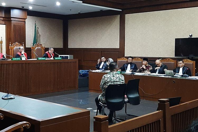 Eks Sekretaris Kemenpora Alfitra Salamm saat bersaksi di Pengadilan Tipikor Jakarta, Rabu (11/3/2020).