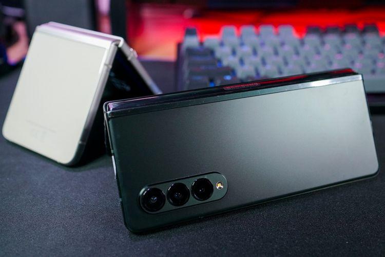 Galaxy Z Fold 3 dan Galaxy Z Flip 3 sama-sama tahan air dengan sertifikasi IPX8.