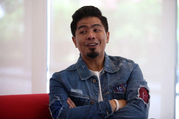 Penyanyi Bambang Reguna Bukit atau akrab disapa Bams saat tampildi Selebrasi (Selebritas Beraksi) yang digelar Kompas.com dan Kompas TV di Studio 1 Menara Kompas, Jakarta, Senin (26/3/2018). Ia tengah mempromosikan singel terbarunya yang berjudul Solo.