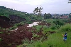 Longsor di Bandung Barat Ancam Sebagian Badan Jalan Tol Cipularang KM 118