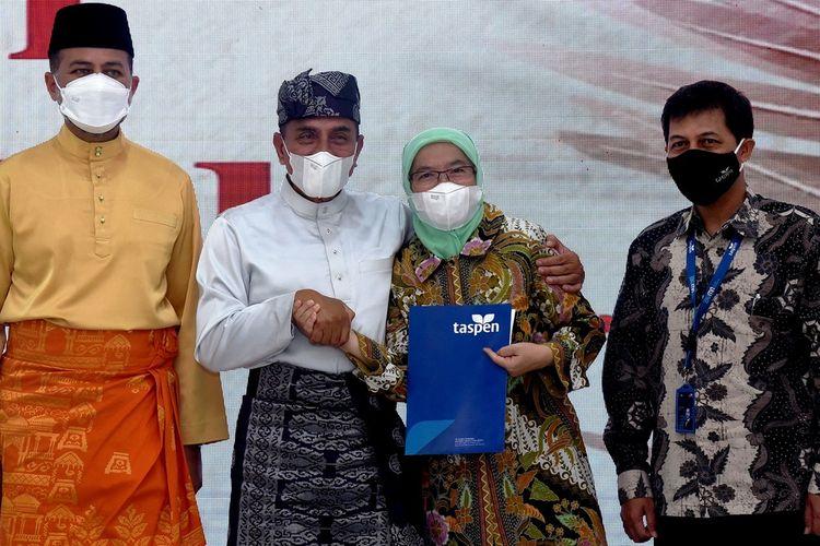 Gubernur Sumut Edy Rahmayadi didampingi Wakil Gubernur Musa Rajekshah melepas Sabrina yang pensiun sebagai Sekda Provinsi Sumut di Aula Tengku Rizal Nurdin, Selasa (1/6/20201)