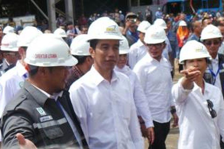 Presiden Joko Widodo berkunjung ke kantor PT Dok Kodja Bahari, Cilincing, Jakarta Utara, Selasa (28/4/2015).