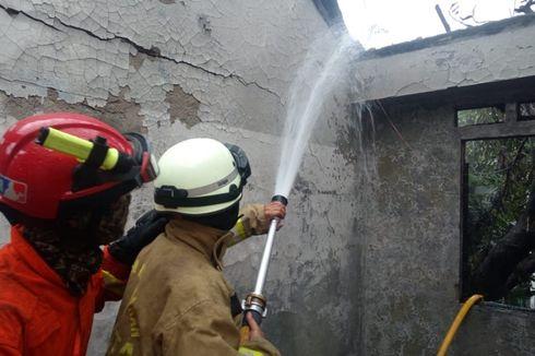 Diduga Korsleting Listrik, Rumah 2 Lantai di Lubang Buaya Terbakar