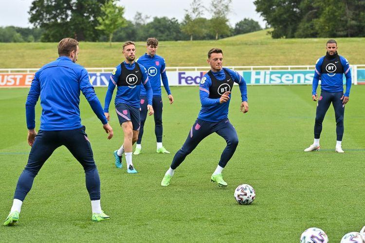 Bek Brighton Ben White saat mengikuti sesi latihan timnas Inggris di Euro 2020.