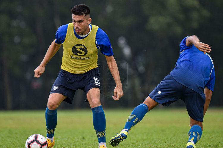 Fabiano Beltrame saat berlatih bersama skuad Persib Bandung.