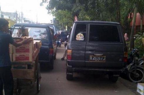 PKL dan Parkir Liar Kembali Bikin Macet Kebayoran Lama