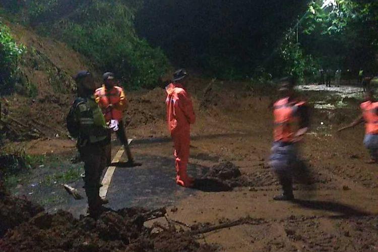 Bencana tanah longsor menerjang Kawasan Puncak Bogor, Jawa Barat pada Minggu (10/1/2021) sekitar pukul 23.30 WIB.