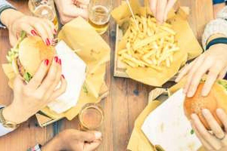 Ayam goreng, minuman bersoda, es krim, dan kentang goreng, mengandung lemak jenuh dan Polycyclic Aromatic Hydrocarbons (PAHs)—lemak dari proses penggorengan yang menghalangi tubuh menyerap insulin.
