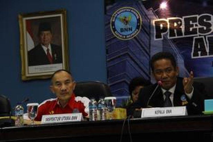 Kepala Badan Narkotika Nasional (BNN) Irjen.Anang Iskandar (tengah) bersama para Deputi BNN saat menggelar Press Rilis akhir tahun di Kantor BNN, Jakarta, Rabu (26/12/2012).
