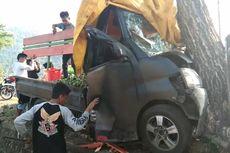 Mobil Pikap Tabrak Pohon di Trans Sulawesi, Muatan Jeruk Berhamburan ke Jalan