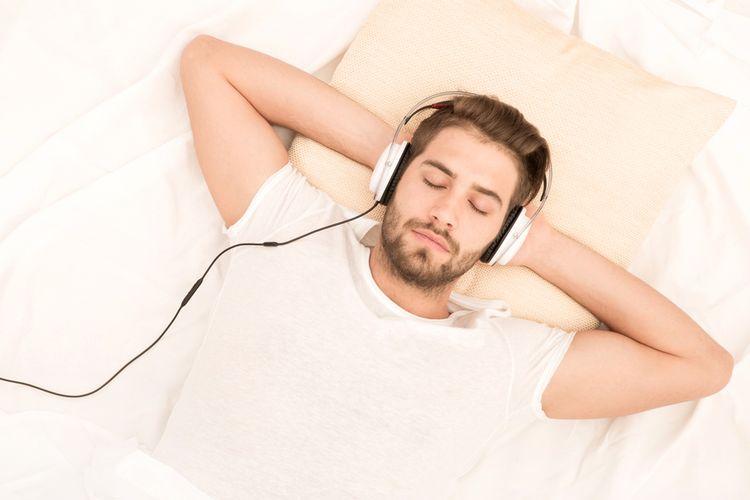 Ilustrasi mendengarkan musik, audio, MP3.
