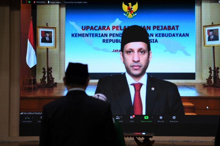 Menteri Pendidikan dan Kebudayaan (Mendikbud) Nadiem Anwar  Makarim  melantik  29  Pejabat  Eselon  1  dan  2,  Rektor,  serta  Pejabat Fungsional Ahli Utama, secara virtual, pada Selasa (21/07/2020).